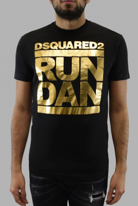 Dsquared2 black t-shirt with shiny golden Run Dan logo at the front and short sleeves