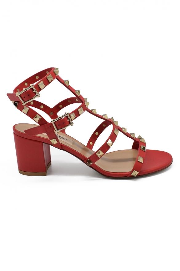 Sandales Rockstud Valentino rouges à petit talon avec clous finition platine