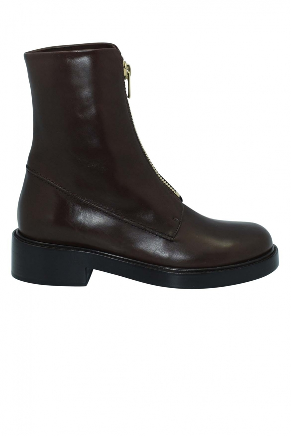 Zipped boots